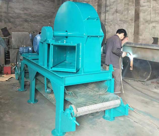 Lower-Discharge Wood Chipper