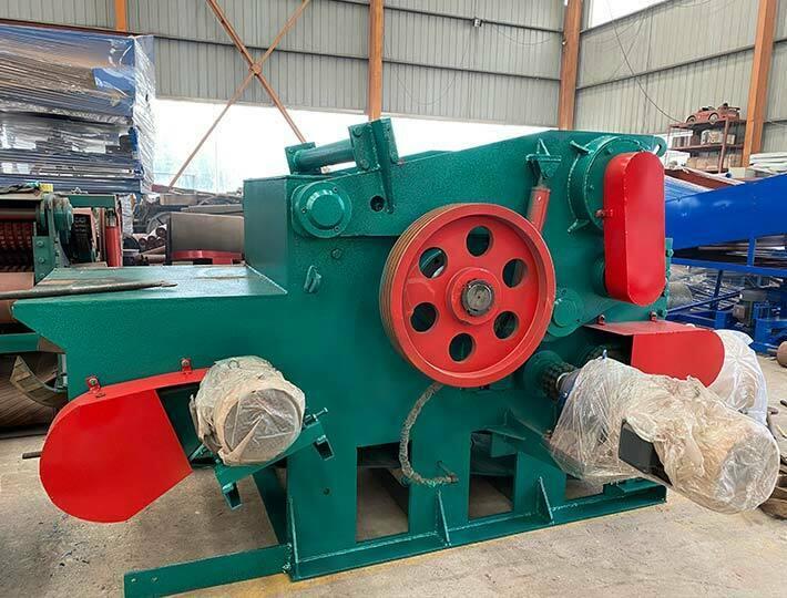 large wood chipper machine